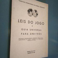 Leis do jogo e guia universal para árbitros - FPF 1983 -